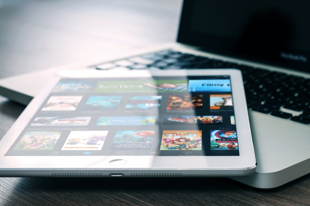 How to Mirror Your Android Phone to Smart TV For Streaming Movies and Cartoons