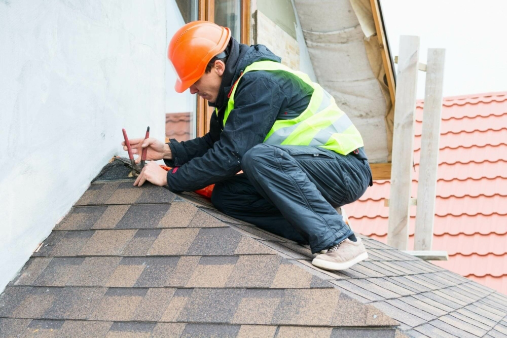 4 Tips on Picking a Roofing Service for Your Business